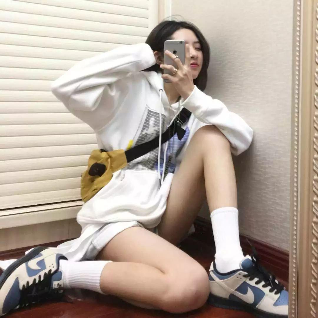 SNKR Girls 上班第一天,你需要一波性感大长腿来提提神!2.5-2.11