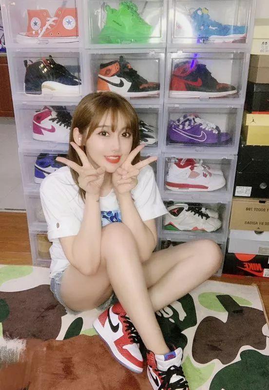 SNKR Girls丨超热的夏天+清凉的球鞋女生,这大概就是周日应该有的样子!8.5-8.11