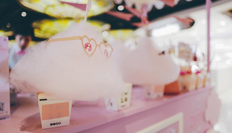 h5 小游戏,参与游戏的朋友有机会在现场换购粉色爱心棉花糖.