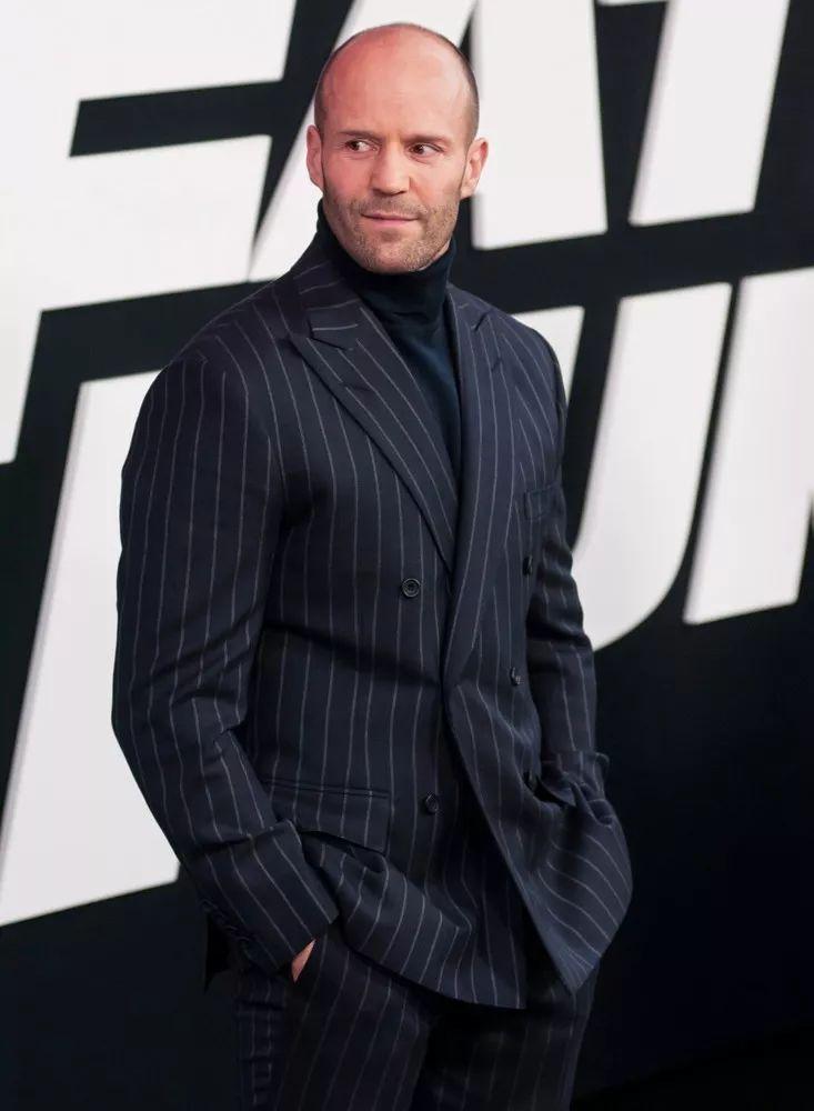 如果说贝克汉姆穿西装是优雅绅士的话,那么斯坦森穿上西装就另一种极