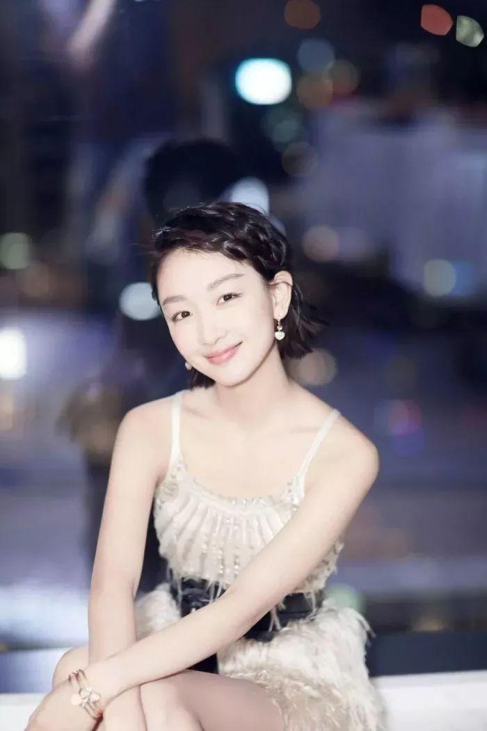 这种侧编发刘海,只适合短发,锁骨发,中长发的女生呢.